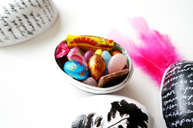 Pyssel med målning av ett par ägg hann det bli denna påsk.