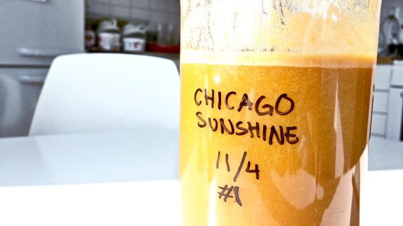 Vi döpte vår första juice till Chicago Sunshine. Det blev en härlig orange juice med bland annat morötter och apelsin.